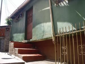 Apartamento En Ventaen Guarenas, Guarenas, Venezuela, VE RAH: 18-229