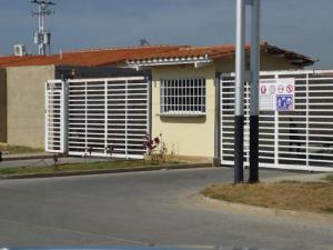 Casa En Ventaen Guacara, Ciudad Alianza, Venezuela, VE RAH: 18-420