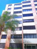 Apartamento En Ventaen Caracas, Los Naranjos Humboldt, Venezuela, VE RAH: 18-446