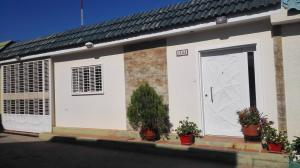 Casa En Ventaen Municipio San Francisco, La Coromoto, Venezuela, VE RAH: 18-432