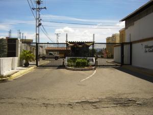 Apartamento En Ventaen Turmero, Conjunto Residencial Las Carolinas Ii, Venezuela, VE RAH: 18-583