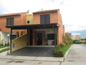 Townhouse En Ventaen Municipio Naguanagua, Los Guayabitos, Venezuela, VE RAH: 18-682