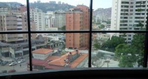 En Venta En Caracas - El Paraiso Código FLEX: 18-741 No.13