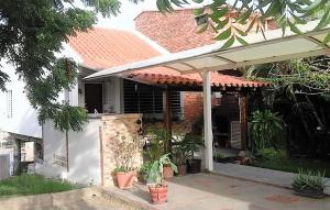 Casa En Alquileren Lecheria, Casa Botes B, Venezuela, VE RAH: 18-755