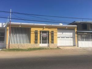 Casa En Ventaen Punto Fijo, Puerta Maraven, Venezuela, VE RAH: 18-441