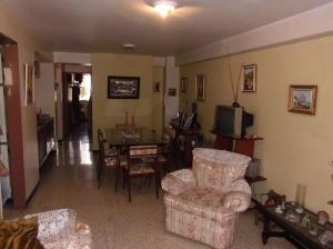 Apartamento En Venta En Caracas - Parroquia Santa Rosalia Código FLEX: 18-983 No.3