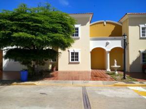 Townhouse En Ventaen Maracaibo, Monte Claro, Venezuela, VE RAH: 18-923
