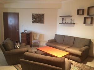 Apartamento En Alquileren Maracaibo, Avenida Bella Vista, Venezuela, VE RAH: 18-1075