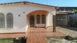 Casa En Ventaen Cabimas, Zulia, Venezuela, VE RAH: 18-1080