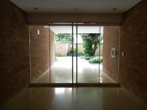 Apartamento En Venta En Caracas - Campo Alegre Código FLEX: 18-1259 No.2
