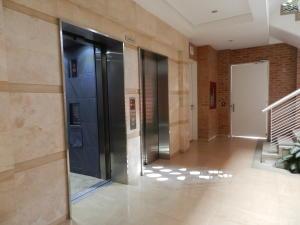 Apartamento En Venta En Caracas - Campo Alegre Código FLEX: 18-1259 No.3