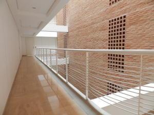 Apartamento En Venta En Caracas - Campo Alegre Código FLEX: 18-1259 No.6