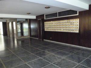 En Venta En Caracas - Los Palos Grandes Código FLEX: 18-1329 No.2