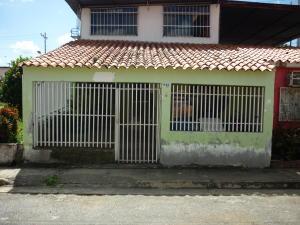 Casa En Ventaen Santa Lucia, Santa Lucia, Venezuela, VE RAH: 18-1364