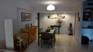 Apartamento En Venta En Caracas - Los Palos Grandes Código FLEX: 18-1577 No.2