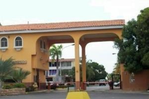 Casa En Ventaen Puerto La Cruz, Complejo Turistico El Morro, Venezuela, VE RAH: 18-1619