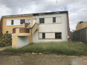 Townhouse En Ventaen Tucacas, Tucacas, Venezuela, VE RAH: 18-1727