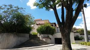 Casa En Alquiler En Caracas - Lomas del Mirador Código FLEX: 18-1766 No.0