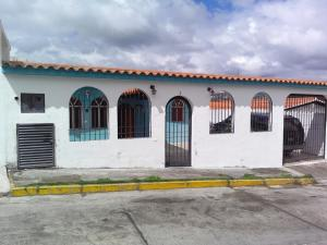 Casa En Ventaen Los Teques, Municipio Guaicaipuro, Venezuela, VE RAH: 18-1729