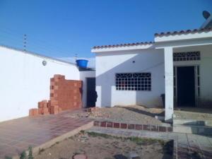 Casa En Ventaen Punto Fijo, Casacoima, Venezuela, VE RAH: 18-1886