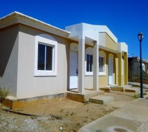 Townhouse En Ventaen Santa Rita, Via Principal, Venezuela, VE RAH: 18-2056