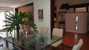Casa En Ventaen Valencia, Trigal Norte, Venezuela, VE RAH: 18-2167