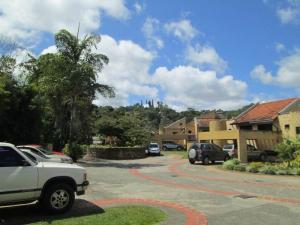 Townhouse En Venta En Caracas En Monte Claro - Código: 18-2766
