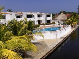 Apartamento En Ventaen Rio Chico, Los Canales De Rio Chico, Venezuela, VE RAH: 18-2359