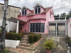 Casa En Ventaen Charallave, Santa Rosa De Charallave, Venezuela, VE RAH: 18-2440