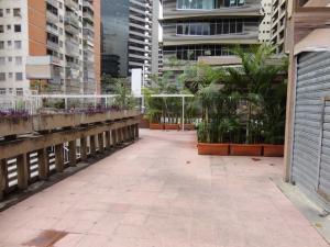 Local Comercial En Alquileren Caracas, Los Palos Grandes, Venezuela, VE RAH: 18-2430