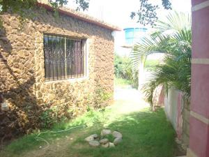 Casa En Ventaen Santa Cruz De Mara, Via Santa Rita, Venezuela, VE RAH: 18-2479