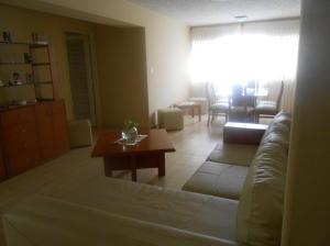 Apartamento En Venta En Caracas - La Urbina Código FLEX: 18-2476 No.1