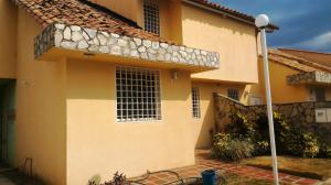 Townhouse En Venta En La Morita En Villas Caribes - Código: 18-3080