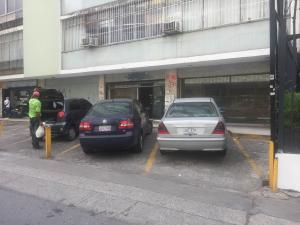 En Alquiler En Caracas - Altamira Código FLEX: 18-3676 No.1