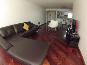 Apartamento En Venta En Caracas - El Cigarral Código FLEX: 18-3973 No.2