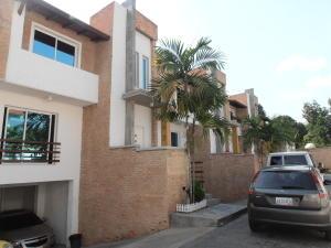 Townhouse En Venta En Maracay - Barrio Sucre Código FLEX: 18-4240 No.1
