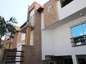Townhouse En Venta En Maracay - Barrio Sucre Código FLEX: 18-4240 No.2
