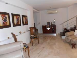 Townhouse En Venta En Maracay - Barrio Sucre Código FLEX: 18-4240 No.3