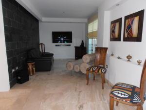 Townhouse En Venta En Maracay - Barrio Sucre Código FLEX: 18-4240 No.4