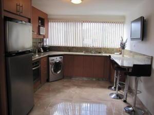 Apartamento En Venta En Caracas - Santa Sofia Código FLEX: 18-4789 No.4