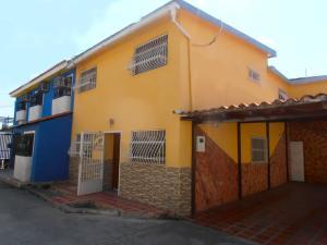 Casa En Venta En Maracay En La Coromoto - Código: 18-4992