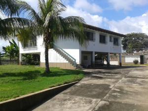 Casa En Venta En Higuerote - Ciudad Balneario Higuerote Código FLEX: 18-7741 No.1
