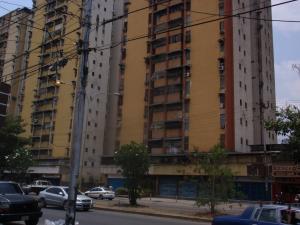 Apartamento En Venta En Maracay - El Centro Código FLEX: 18-5420 No.1