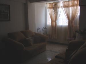 Apartamento En Venta En Maracay - El Centro Código FLEX: 18-5420 No.6