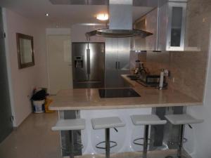 Apartamento En Venta En Caracas - Los Naranjos Humboldt Código FLEX: 18-5550 No.7