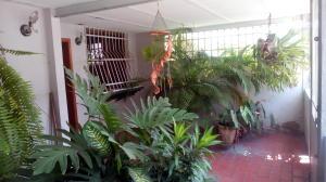 Casa En Venta En Maracay - Las Acacias Código FLEX: 18-5703 No.1
