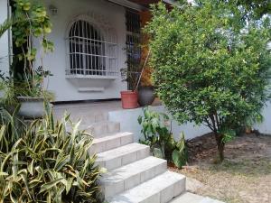 Casa En Venta En Maracay En El Castano (Zona Privada) - Código: 18-5851