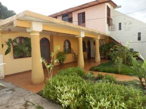 Casa En Venta En Maracay En Samanes II - Código: 18-6893