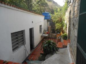 Casa En Venta En Maracay En El Castano (Zona Privada) - Código: 18-6924