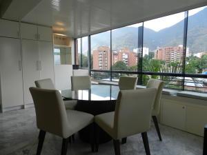 Apartamento En Venta En Caracas - El Pedregal Código FLEX: 18-7077 No.8